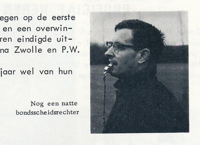 19660423 Onderschrift: zie foto. Bij artikel over Oostelijke Jeugdkampioenschappen op onze velden op 23 april 1966.  Wie is dit?   Clubnieuws 27 (1965-1966) 4, p.  30 Fotograaf: onbekend  Formaat: 4 x 4   Afdruk zw
