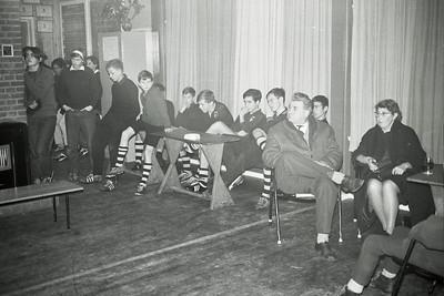 19661214nr03 Lichtinstallatie in gebruik    Rechts Harry Visscher en zijn vrouw.   Archief DHV  Fotograaf: Johan van Dijk  Negatief