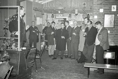 19661214nr02 Lichtinstallatie in gebruik    Opmerking: deze foto in Clubnieuws 28 (1966-1967) 1 (januari) p. 16 met als onderschrift: De Voorzitter spreekt.   Archief DHV  Fotograaf: Johan van Dijk  Negatief