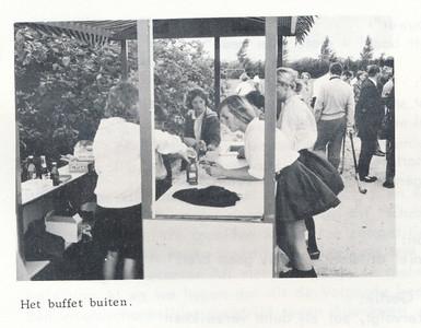 19660904 Onderschrift: zie foto Opmerking: Opening seizoen 1966-1967 Distrikt Oost op 4 september 1966  Clubnieuws 27 (1966) 6 p. 7 Fotograaf: onbekend Formaat: 8 x 6 Afdruk zw