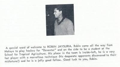 196711 Onderschrift: zie foto  Opmerking: Robin Jaysuria   Clubnieuws 28 (1967) 4, november, p. 32 Fotograaf: onbekend Formaat: 3 x3  Afdruk zw
