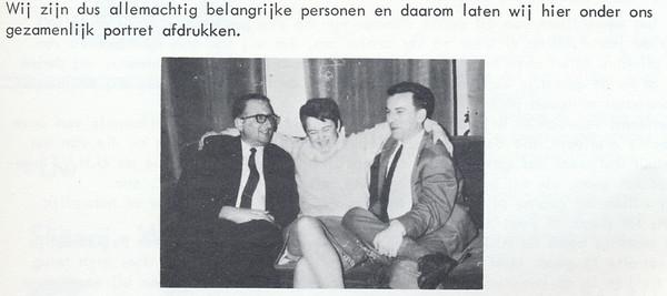 196802 Onderschrift: zie foto Opmerking: de redactie vlnr Seger M.Klunk, Karen van Dam, Jacques Eymans  Clubnieuws 29 (1968) 1, p.  4 Fotograaf: onbekend Formaat: 6 x5 Afdruk zw