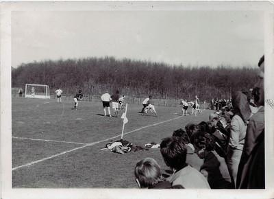 19720409 Waarschijnlijk beslissingswedstrijd Heren I tegen DKS bij Zwolle op 9 april 1972.   CollectieEdvanOrden Fotograaf: onbekend Formaat: 7.5 x 10.5 Afdruk zw