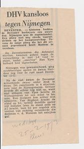 19730225 Onderschrift: geen Opmerking: gevonden in Hockeysport 40 (1972-1973) 29 (16 maart 1973) p. 567. Uitslag etc. komt overeen. Volgens De Telescoop 23 februari 1973 p.3. wedstrijd zondag 25 februari 1973 thuis.    Collectie Han Ypes