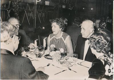19731117  Lustrum 1973 in Le Patineur 17 november 1973  Dame links van Everwijn Marijcke Wiscchoff ? volgens Jan Meerdink    ArchiefDHVlossefoto's  Fotograaf: onbekend  Formaat: 15 x 10  Afdruk zw