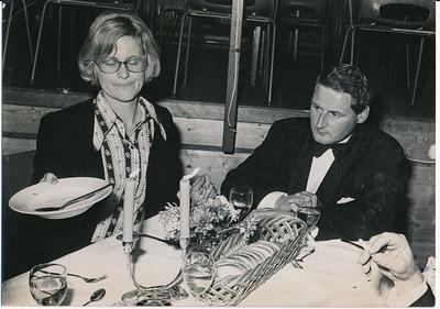 19731117  Lustrum1973 in Le Patineur 17 november 1973  Vlnr: Bertie Meyer-Bijlsma, Hans Reyers,   ArchiefDHVlossefoto's  Fotograaf: onbekend  Formaat: 15 x 10  Afdruk zw