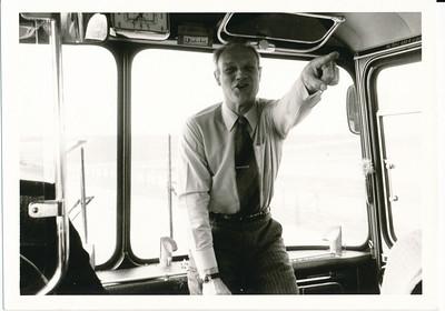 197403  Onderschrift: achterop 580 26.3.74  Opmerking: busreis naar ? Heren I met Dames I ? Ws. voorjaar 1974  Frank van Orden   ArchiefDHVlossefoto  Fotograaf: onbekend  Formaat: 11 x 8  Afdruk zw