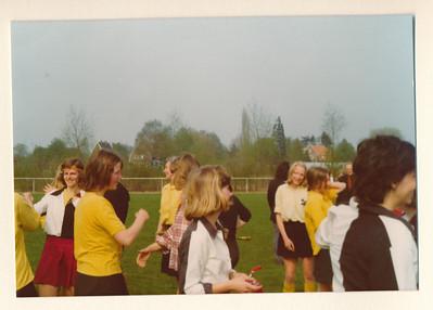 1975Dames2nr2  Collectie Van Noortwijk  Fotograaf: ?  Formaat: 13 x 9  Afdruk kleur