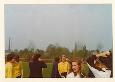 1975Dames2nr3  Collectie Van Noortwijk  Fotograaf: ?  Formaat: 13 x 9  Afdruk kleur