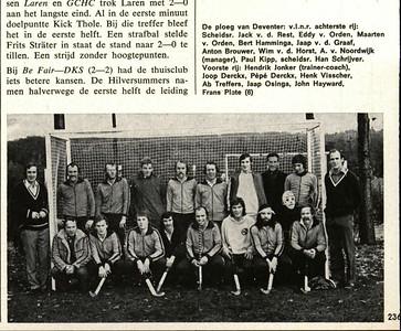 19741025 Hockeysport 25 oktober 1974, nr. 11 p. 236  De namen vanwege het terugzoeken onveranderd als hierboven: Vlnr achterste rij: Scheidsr. Jack v.d. Rest, Eddy van Orden, Maarten v. Orden, Bert Hamminga, Jaap v.d. Graaf, Anton Brouwer, Wim v.d. Horst, A. van Noordwijk (manager), Paul Kipp,, scheidsr. Han Schrijver Voorste rij: Hendrik Jonker (trainer-coach), Joop Derckx, Pepe (de e's met streepje naar rechts) Derckx, Henk Visscher, Ab Treffers, Jaap Osinga, John Hayward, Frans Plate (6)  Voorlopig datum nummer Hockeysport. Weet niet welke wedstrijd.