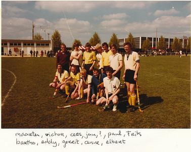 19800406nr3  Onderschrift: hockeytoernooi pasen 1980 Angers (Frankrijk)  Opmerking: Pasen was 6 en 7 april 1980   Collectie Suasso  Fotograaf: Edmee Suasso  Formaat: 15 x 10  Afdruk kleur