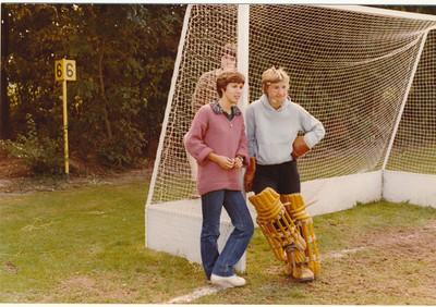 197909  Onderschrift: september 1979 met Dames II op het hockeyveld   Collectie Suasso  Fotograaf: onbekend  Formaat: 13 x 9  Afdruk kleur