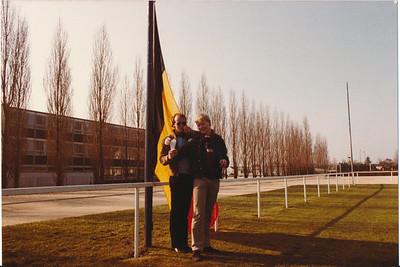 19800406nr11  Onderschrift: ''Het Belgische team'' bij de openingsceremonie Opmerking: Maarten van Orden met frietzak en ?   Collectie Ed van Orden Fotograaf: ws. Edmee Suasso  Formaat: 15 x 11  Afdruk kleur