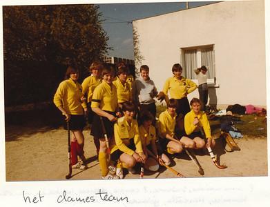 19800406nr4  Onderschrift: hockeytoernooi pasen 1980 Angers (Frankrijk)  Opmerking: Pasen was 6 en 7 april 1980   Collectie Suasso  Fotograaf: Edmee Suasso  Formaat: 15 x 10  Afdruk kleur