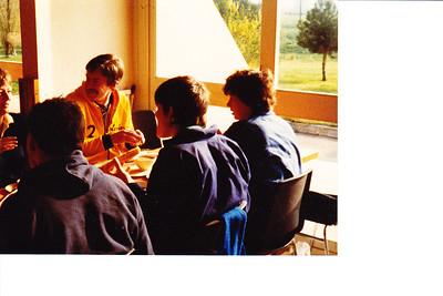 19820411 Onderschrift in mail: Angers 1982 Een portie Angers!   Collectie Paul Kipp Fotograaf: onbekend Formaat: onbekend Afdruk kleur