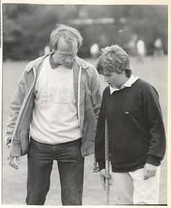 198308 Onderschrift: geen  Opmerking: Maarten van Orden coacht Connie Bloemendaal tijdens trainingsweekend in Groningen augustus 1983  Collectie Suasso Fotograaf: onbekend Formaat: 13 x 11 Afdruk zw