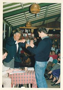 19860912nr02 ALV 12 september 1986  Onderschrift: Drijverbeker voor Willem van der Horst    Collectie Van Noortwijk  Fotograaf: ?  Formaat: 15 x 10  Afdruk kleur