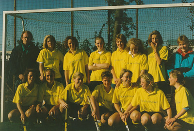 198710 Dames I   Niets achterop alleen potloodnr 2 vanwege overzicht achterin hier geplaatst   CollectiePollmann Fotograaf: Pollmann Formaat: 15 x 10 Afdruk kleur