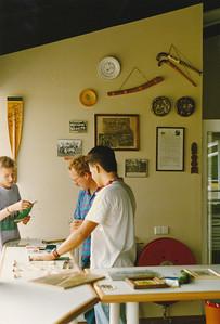 198808 Achterop: aug 1988 Opmerking: Ed van Orden en ? zijn bezig met de inrichting   CollectiePollmann Fotograaf: Maarten Pollmann  Formaat: 15 x 10  Afdruk kleur