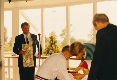19880910  Achterop: Albert de Weerd voorzitter U.D. 10-9-1988  Opmerking: daarna dus Feike Siewertz van Reesema, Bart Holthuis, Paultje Holthuis   CollectiePollman  Fotograaf Pollmann  Formaat: 15 x 10  Afdruk kleur