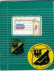1988 Onderschrift: zie foto Opmerking: voorkant schrift Jeroen Kok voor het jeugdbestuur  Met daarop ook de sticker voor de actie Roe oe oerend goed  Collectie Jeroen Kok