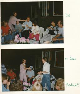 199005 Onderschrift: mei 1990 team borrel en barbeque bij Mette Ed van Orden en Cees van der Lelie (fysio) krijgen kadootjes  Collectie Suasso Fotograaf: Edmee Suasso ? Formaat: 15 x 10 Afdruk kleur