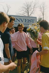 199004 Achterop: niets, maar samenhang Jongens A1 Oostelijk kampioen April 1990  CollectiePollmann  Fotograaf: Pollmann  Formaat: 15 x 10  Afdruk kleur