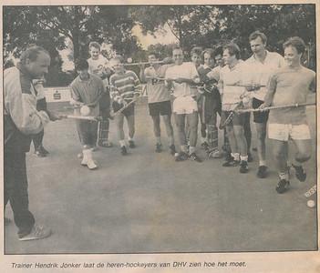 19890825 Foto bij artikel in Deventer Dagblad 25 augustus 1989.   Archief DHV. Map krantenknipsels.