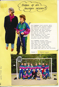 19910505 Onderschrift: zie foto. Opmerking: onderste foto is dezelfde als in Collectie Suasso met als onderschrift   Team 90/91 Een bewogen seizoen.  Moet zijn m.i. 1990-1991  1993/1994 is ook bijgeschreven.  Geplaatst bij 1990-1991.   Collectie Nel Rosenboom Fotograaf: onbekend Formaat: 28 x 20 het geheel  Afdruk kleur