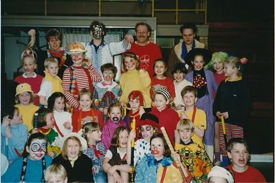 199102nr02 Achterop: Carnaval in de zaal '91.   Collectie Ed van Orden Fotograaf: onbekend Formaat: 15 x 10  Afdruk kleur