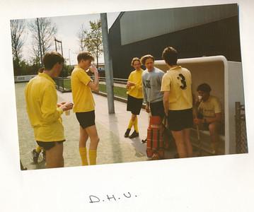 Veldenr2 Onderschrift: D.H.V. Opmerking: hoort bij foto Jongens A 2 1990/1991   Collectie Hans van der Velde Fotograaf: Hans van der Velde Formaat: circa 9 x 6 Afdruk kleur