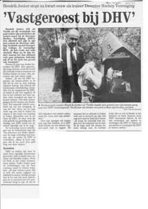 19920504 Onderschrift: zie foto Opmerking: artikel over Hendrik Jonker uit Deventer Dagblad 4 mei 1992 Gescand als zwartwit, niet als kleurenfoto   Collectie Van der Graaf