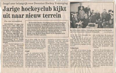 199311 Artikel Deventer Dagblad  Collectie Marion Treffers Ook aanwezig in collectie Charles d'Ancona.  Formaat: 25 x 17