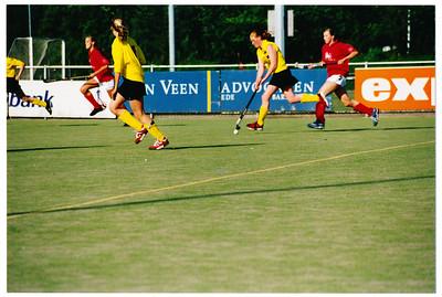 20030510  Achterop: '02/'03 mA1 - Wageningen m A 1  Madelien ad bal links Willemijn Blom   Collectie MGV  Fotograaf: MGV  Formaat: 15 x 10  Afdruk kleur