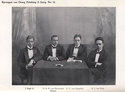 de redactie van Orang Peladang.  Rechts H.J. van Driel, de eerste voorzitter van DHV Dus ws. midden 1915.   Orang Peladang 2e jaargang 1914-1915 no.12 p.217