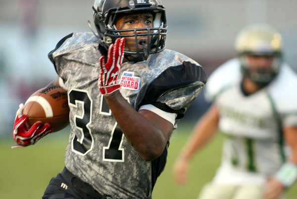 9-28-12 <br /> Western HS vs. Eastern HS football<br /> Western's James Davis running the ball.<br /> KT photo | Tim Bath
