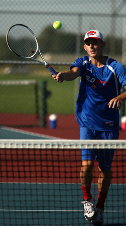 9-11-12<br /> Kokomo HS tennis<br /> Drew Sale played 2 singles for Kokomo High School in the tennis match against Lafayette on Tuesday.<br /> KT photo | Kelly Lafferty