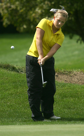 9-14-12<br /> Girls Sectional Golf at Chippendale<br /> Northwestern HS - Libby Hanson chipping on the 4th green.<br /> KT photo   Tim Bath