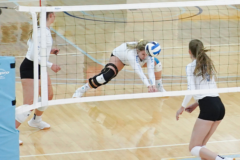 Matthew Gaston | The Sheridan Press<br>Sheridan College's Darcie Kaiser (15) gets low to come up with the dig against Casper College Wednesday, Oct. 2, 2019.