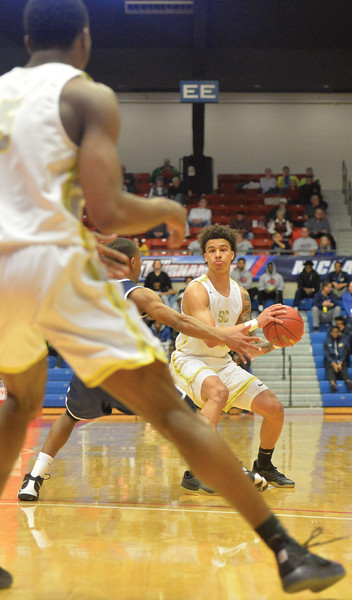 Bud Denega | The Sheridan Press<br /> Sheridan College's Sean Sutherlin looks to pass during the Generals' game against Kaskaskia College at the NJCAA tournament Monday, March 18, 2019.