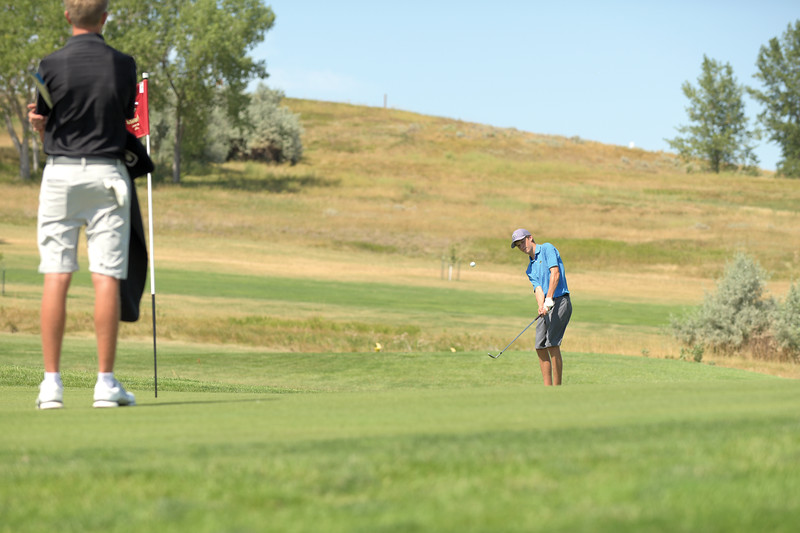 Matthew Gaston | The Sheridan Press<br>Sheridan's Sean Sanders chips on putting himself less than two feet from the pin on the eleventh green Thursday, Aug. 22, 2019.