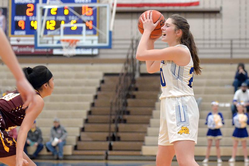 Joel Moline | The Sheridan Press<br /> Sheridan's Ellie Willimas (20) communicates with the team against Laramie High School Saturday, Feb. 15, 2020.
