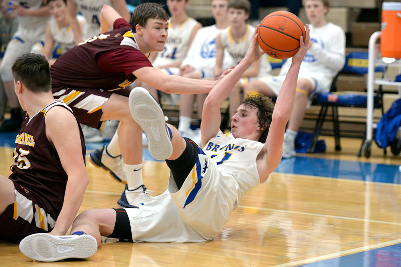 Joel Moline | The Sheridan Press<br /> Sheridan's Kevin Woodrow (41) dives on the floor to scoop up a loose ball and searches for a open teammate against Laramie High School Saturday, Feb. 15, 2020.