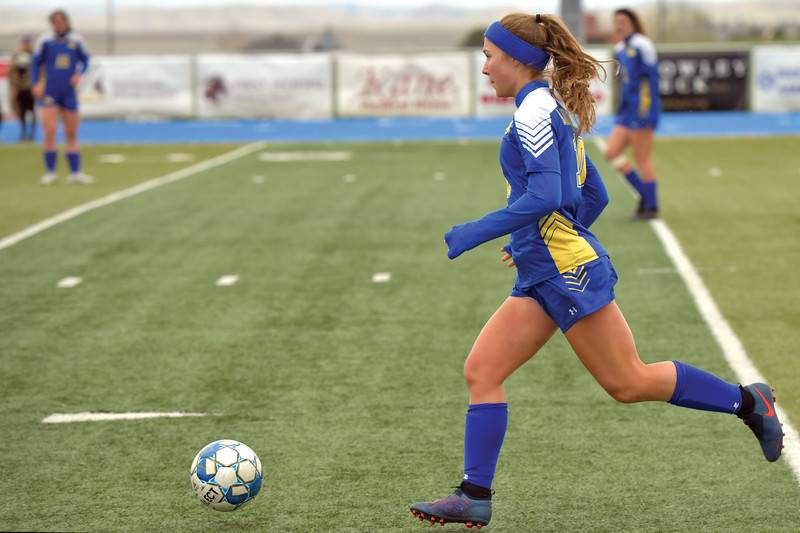 Matthew Gaston | The Sheridan Press<br>Sheridan's Aria Heyneman (10) looks for an open teammate as she brings the ball past the mid-field at Homer Scott Field Tuesday, April 30, 2019. The Lady Broncs won 2-0.