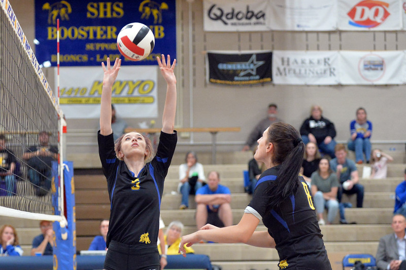 Joel Moline | The Sheridan Press<br /> Sheridan's Alyie Williamson sets the ball against Campbell County Friday, Oct. 24, 2019.