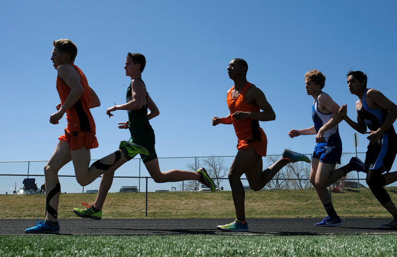 Justin Sheely | The Sheridan Press<br /> Boys start the 1600-meter run during the Dan Hansen invite Sheridan High School Saturday, April 21, 2018.