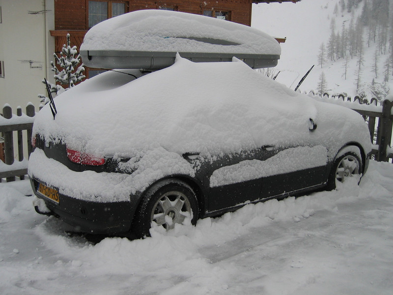 snow-bury (Hintertux)