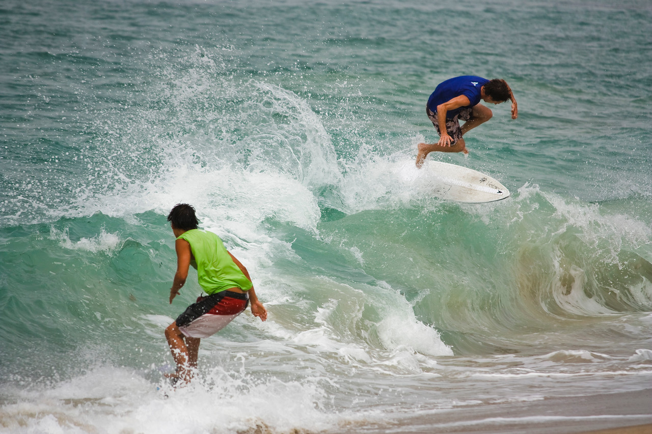 Two boarders trying to get points on the same wave.