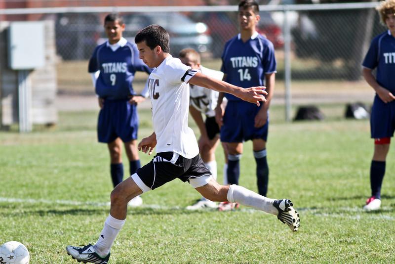 20101016_ivc_vs_monmouth_roseville_varsity_soccer_050