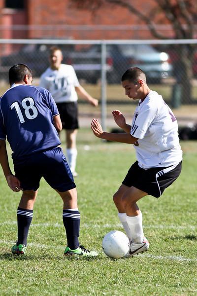 20101016_ivc_vs_monmouth_roseville_varsity_soccer_065